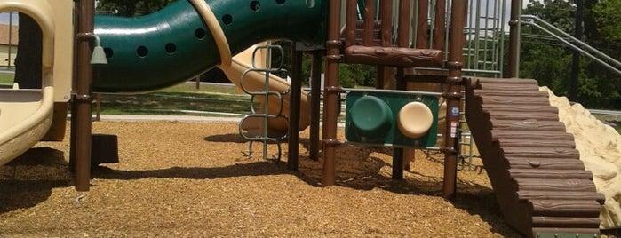 Walter  E. Luedeke Park is one of Ken : понравившиеся места.