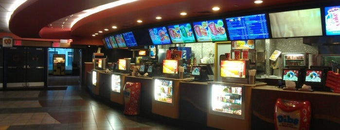 Regal Union Square ScreenX & 4DX is one of Tempat yang Disukai Mike.
