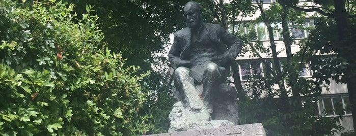 Sigmund Freud Statue is one of Orte, die Mah gefallen.