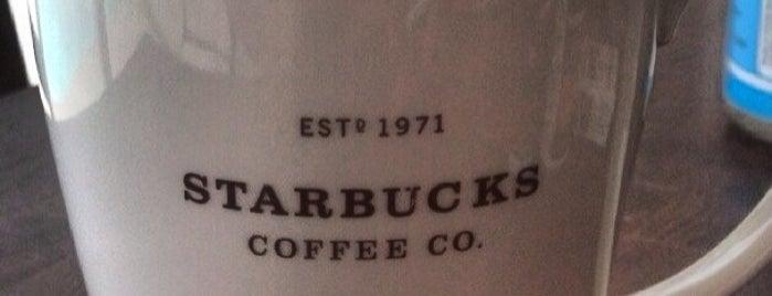 Starbucks is one of Tempat yang Disukai Frankie Galarza.