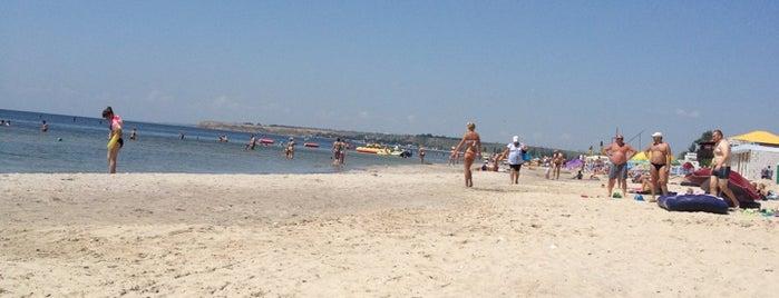 пляж is one of Tempat yang Disukai Elena.