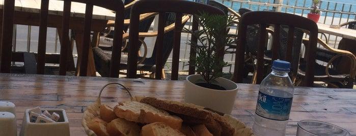 Boaz Cafe & Brasserie is one of สถานที่ที่ Den ถูกใจ.