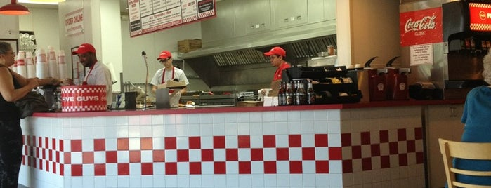 Five Guys is one of Vanessaさんのお気に入りスポット.