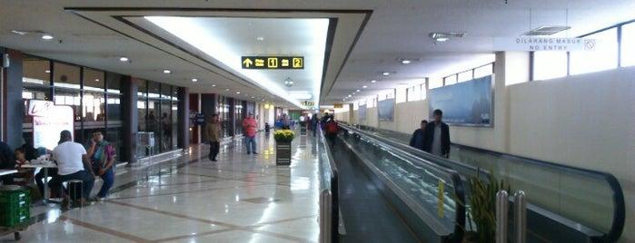 Juanda International Airport (SUB) is one of Destination In Indonesia.