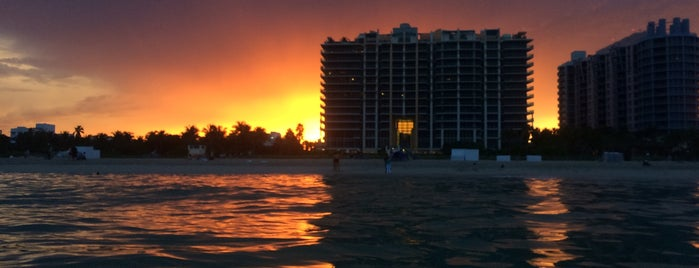 Miami Beach is one of Lugares favoritos de Alex.