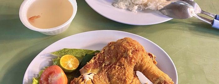 Sari Bistari Changi Village Famous Nasi Ayam Penyet is one of Micheenli Guide: Nasi Ayam Penyet/Goreng in SG.
