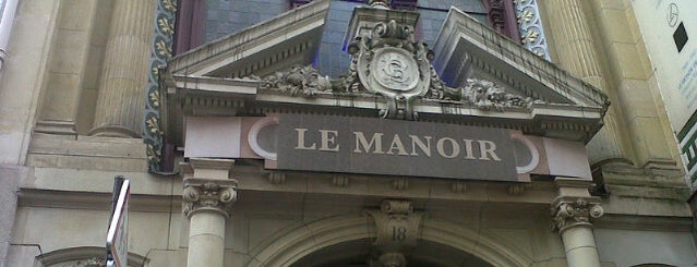Le Manoir de Paris is one of Locais curtidos por Kevin.