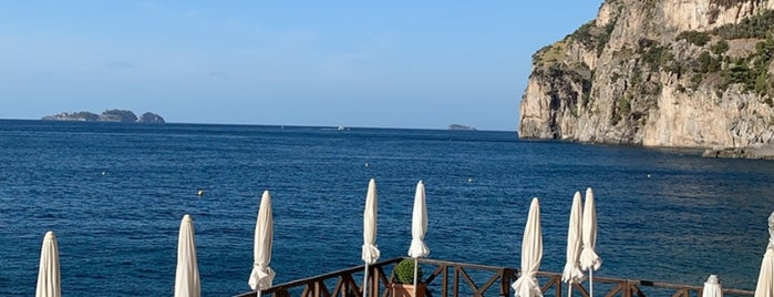 Remmese Beach Club is one of Positano.