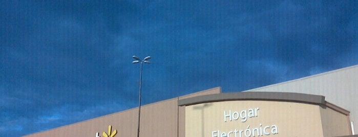 Walmart is one of Lugares favoritos de Carolina.