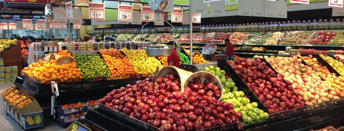 Tamimi Markets is one of Tempat yang Disukai Azad.