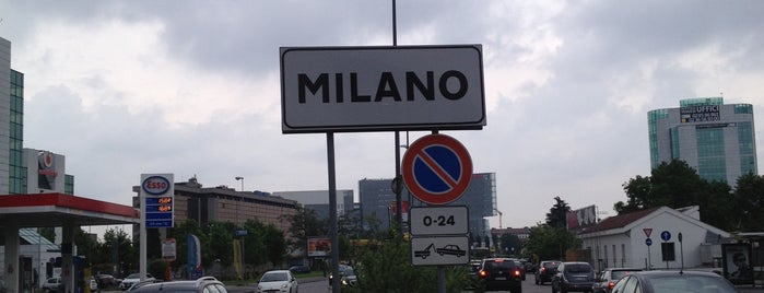 Capolinea 50 is one of Milano, Repubblica Italiana.