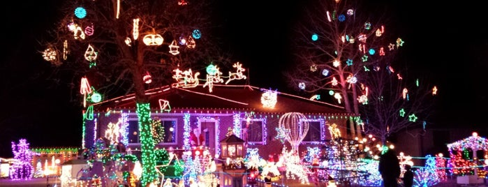 Kloewers' Christmas Lights is one of Places worth going back to..