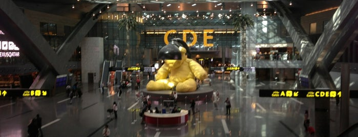 Hamad International Airport (DOH) is one of Tempat yang Disukai Omer.