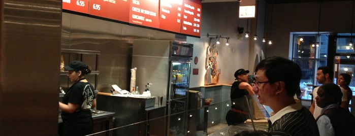 Chipotle Mexican Grill is one of Chris 님이 좋아한 장소.