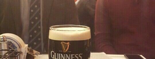 Kennedy's Irish Bar & Restaurant is one of Locais curtidos por Mac.