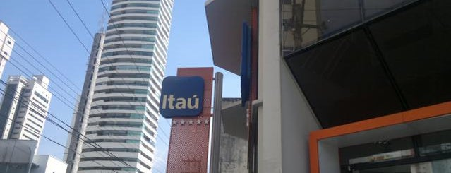 Banco Itaú is one of Locais curtidos por Antonio.
