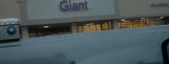 Giant Food is one of Ivonna 님이 좋아한 장소.
