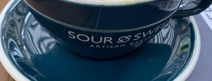 Sour & Sweet Artisan Bakery by Happy Bakers is one of Lieux qui ont plu à Asli.