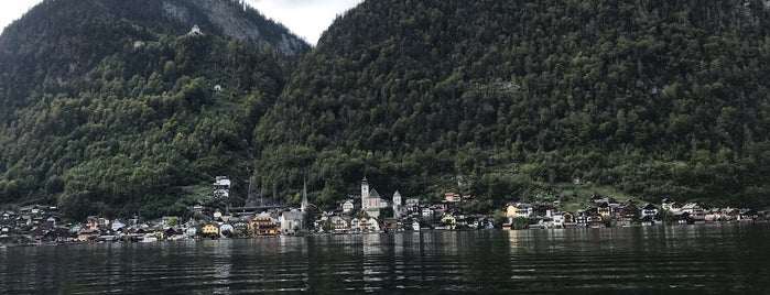 Hallstatt is one of Lugares favoritos de Tamer.