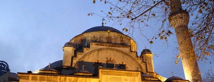 Şişli Merkez Camii is one of Tempat yang Disukai MLTMSLMZ.