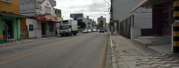 Rua Brusque is one of สถานที่ที่ Jota ถูกใจ.