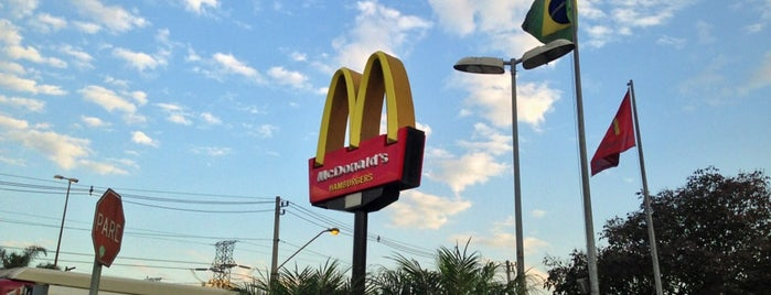 McDonald's is one of Orte, die Gustavo gefallen.