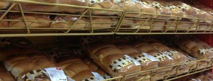 Supermercado Gonçalves is one of Lugares favoritos de Ju.