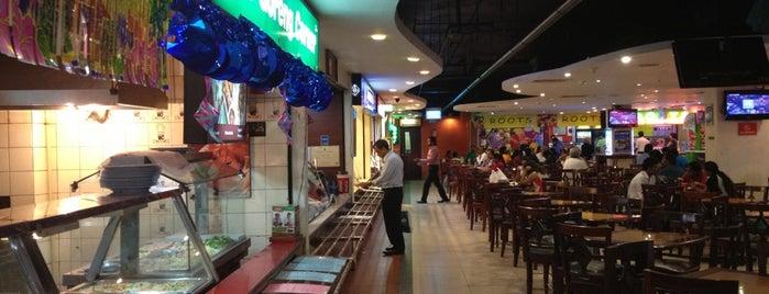 Crescat Food Court is one of Posti che sono piaciuti a Bora.