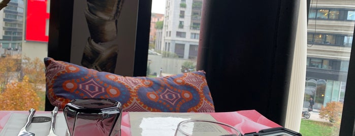 Thai Gallery is one of สถานที่ที่บันทึกไว้ของ Mirko.