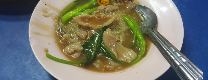 เจ้อ้วน ราดหน้ายอดผัก is one of BKK_Noodle House_1.