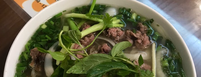 Phở 10 Lý Quốc Sư is one of Henryさんのお気に入りスポット.