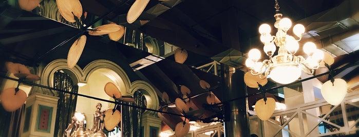 El Mirador Grill & Bar is one of Lugares favoritos de Henry.
