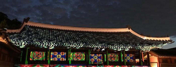 Hwaseong Haenggung Palace is one of Lugares favoritos de Henry.