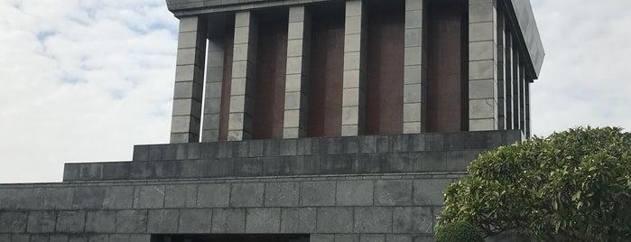 Lăng Chủ Tịch Hồ Chí Minh (Ho Chi Minh Mausoleum) is one of Henry'in Beğendiği Mekanlar.