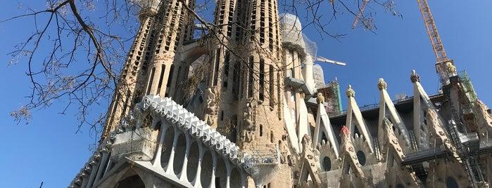 Sagrada Família is one of Henry'in Beğendiği Mekanlar.