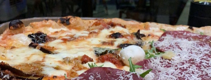 L'Antica Pizzeria da Michele is one of Tempat yang Disimpan Queen.