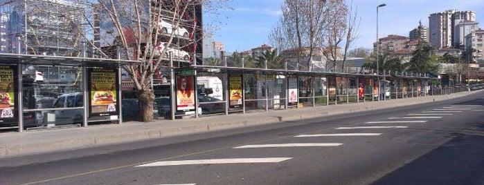 Söğütlüçeşme Metrobüs Durağı is one of İstanbul Etiket Bonus Mekanları Anadolu Yakası.
