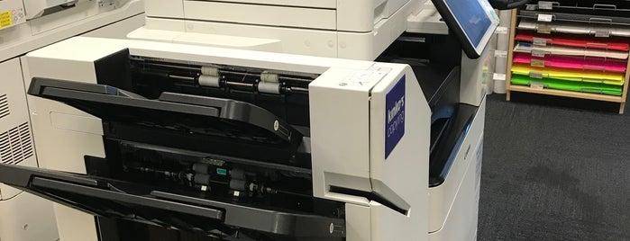 FedEx Office Print & Ship Center is one of Orte, die Stephanie gefallen.