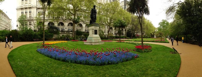 Whitehall Gardens is one of Jesus Arturoさんのお気に入りスポット.