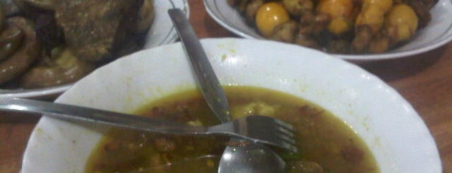 Soto Madura H. Ngatijo is one of Cafe Favorit Teman2ku.