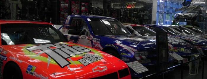 Hendrick Motorsports Museum & Team Store is one of Locais curtidos por Bonzo.