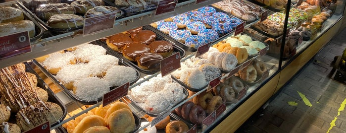 Beiler's Doughnuts is one of Philly Recs.