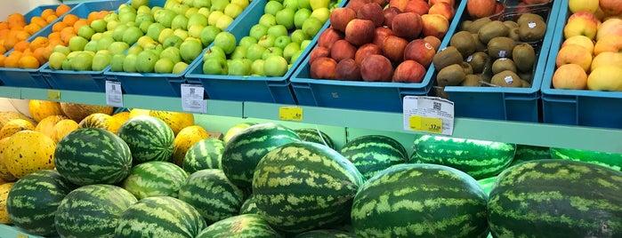 Eylül Market 7/24 Tekel Manav is one of Tempat yang Disukai Kamuran.