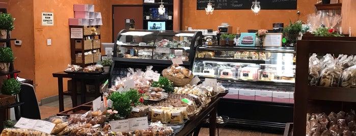 Crown Bakery is one of Locais curtidos por Martina.