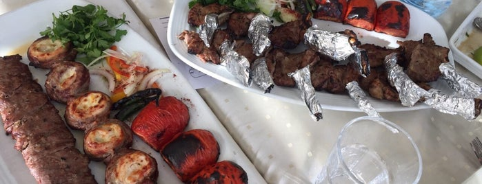 Vahid Restaurant | رستوران وحید is one of Lieux qui ont plu à Haleh.