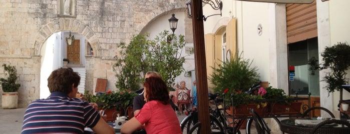 caffè della villa is one of Posti che sono piaciuti a Pelin.