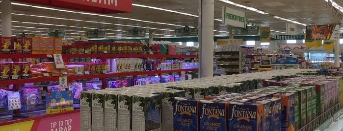 South Supermarket is one of Tempat yang Disukai Shank.