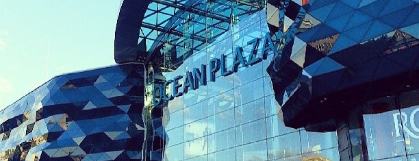 Ocean Plaza is one of Lugares favoritos de Julia.