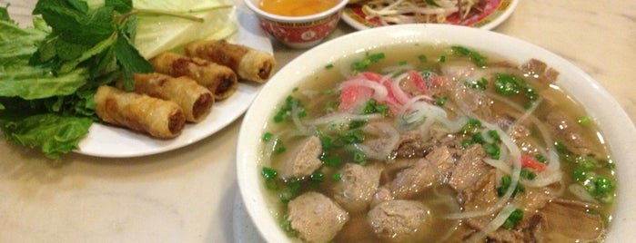 Phở Bằng is one of Posti che sono piaciuti a Harlem's.