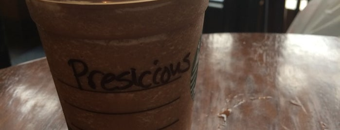 Starbucks is one of Posti che sono piaciuti a Harlem's.